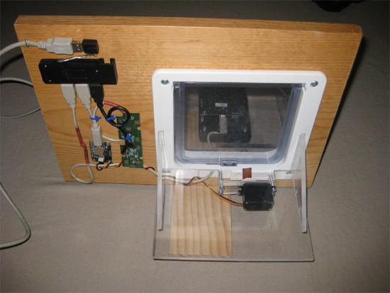 an rfid and twitter powered cat door via psfk.com